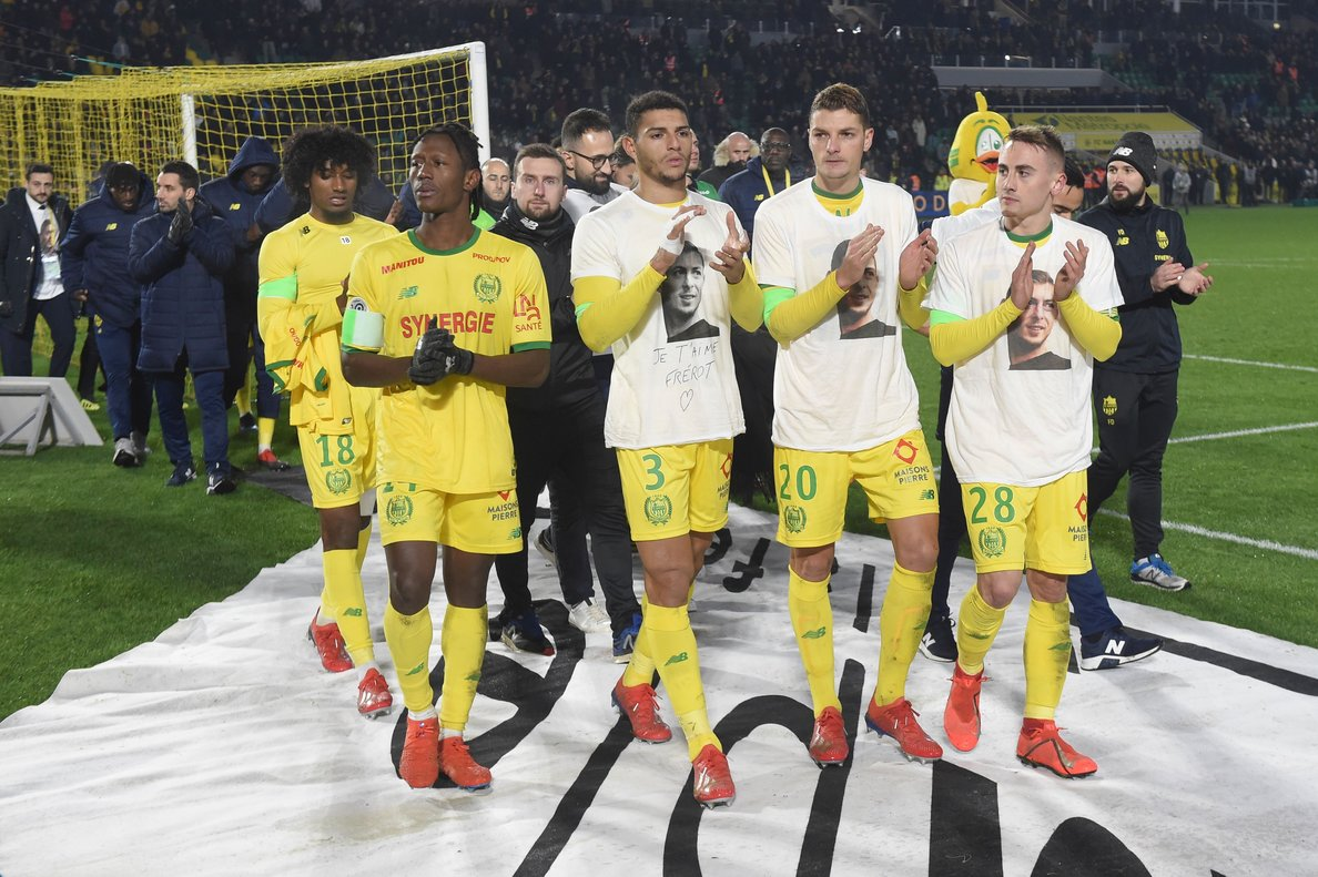 Los jugadores del Nantes homenajean a Emiliano Sala.