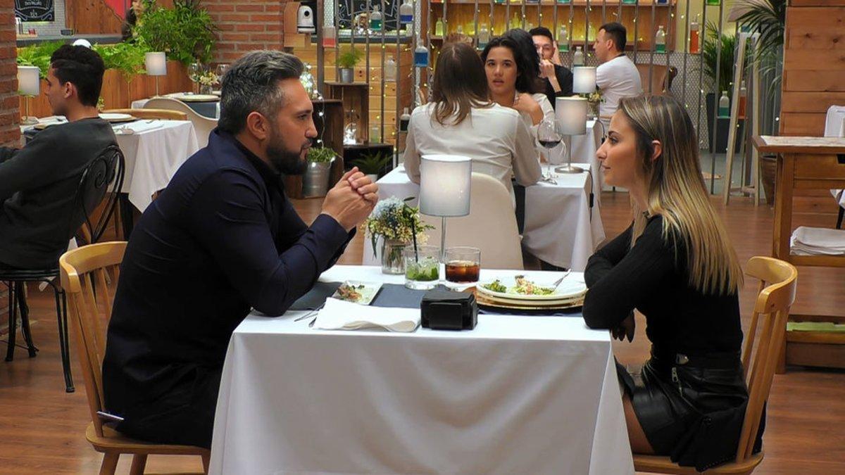 Salvador y Henar en 'First Dates'.