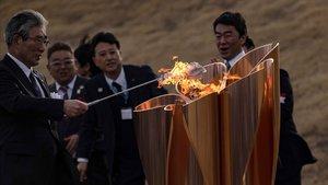 La flama olímpica ja està al Japó amb la incertesa dels Jocs