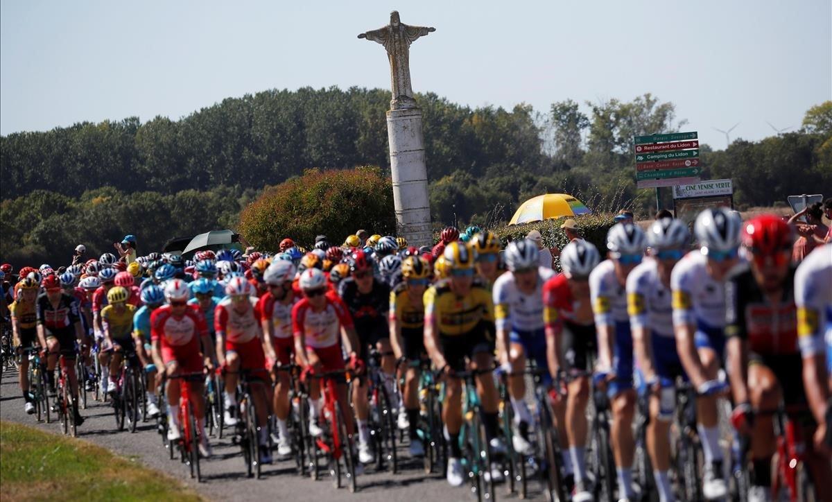 El pelotón del Tour, durante la 11ª etapa.