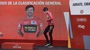 Primoz Roglic, en el podio de la Vuelta.