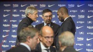 Setién, Bartomeu y Abidal charlan en la presentación del cántabro en el Auditori 1899 del Camp Nou.