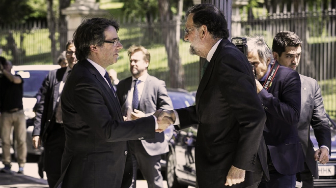 Tenso encuentro entre Puigdemont y Rajoy en el Salón del Automóvil de Barcelona.