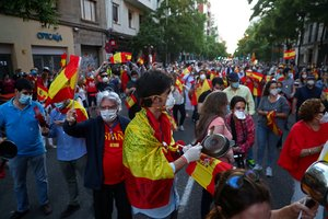 People wearing protective face masks bang saucepans and carry Spanish flags as they attend a protest against the Spanish government's handling of the coronavirus disease (COVID-19) crisis, outside the headquarters of the ruling Spanish Socialist Workers Party (PSOE) party, in Madrid, Spain, May 18, 2020. REUTERS/Sergio Perez
