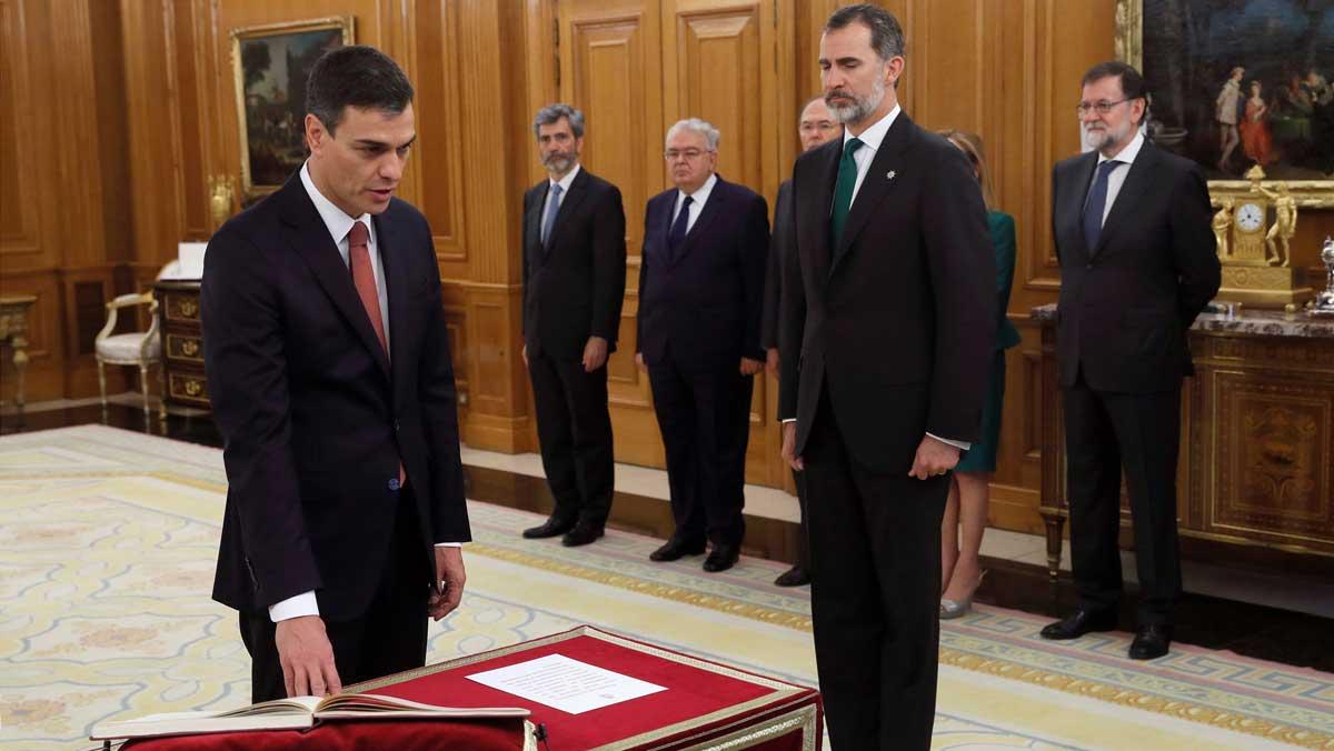 Pedro Sánchez, promete el cargo ante el Rey.