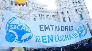 Una pancarta de los trabajadores de la EMT en las pasadas manifestaciones.
