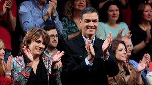 Pedro Sánchez, junto a la ministra de Justicia, Dolores Delgado, este sábado en un mitin en Madrid.
