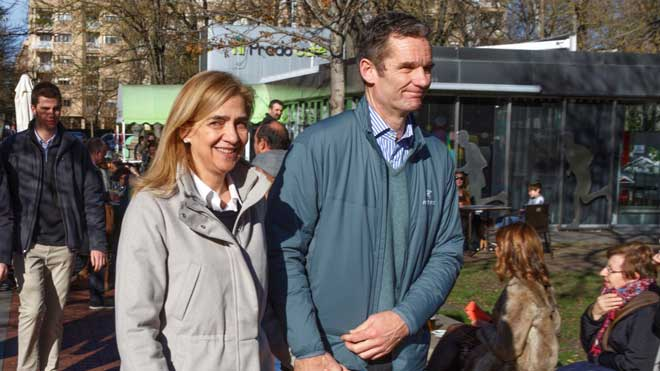 Urdangarin y la Infanta Cristina, de paseo familiar por Vitoria