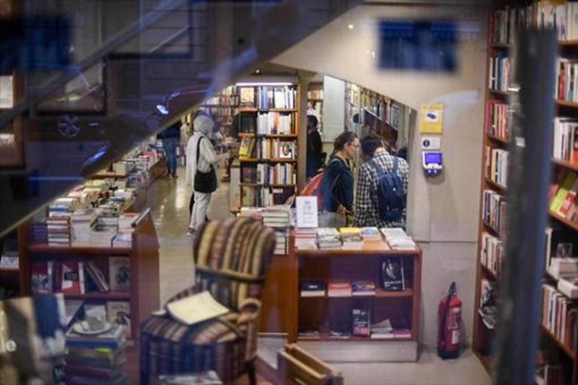 Tres momentos de san jordi - Casa del libro barcelona rambla catalunya ...