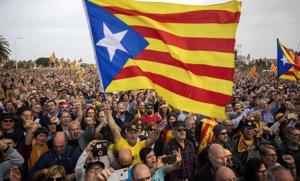 Vista general de los asistentes al acto convocado por Carles Puigdemont este sábado en Perpinyà.