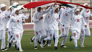 Jugadoras de la selección iraní femenina de fútbol.