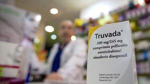 Un bote de Truvada en una farmacia de París. En Francia, la pastilla está incluidadesde el 2016en el servicio de prestaciones sanitarias.