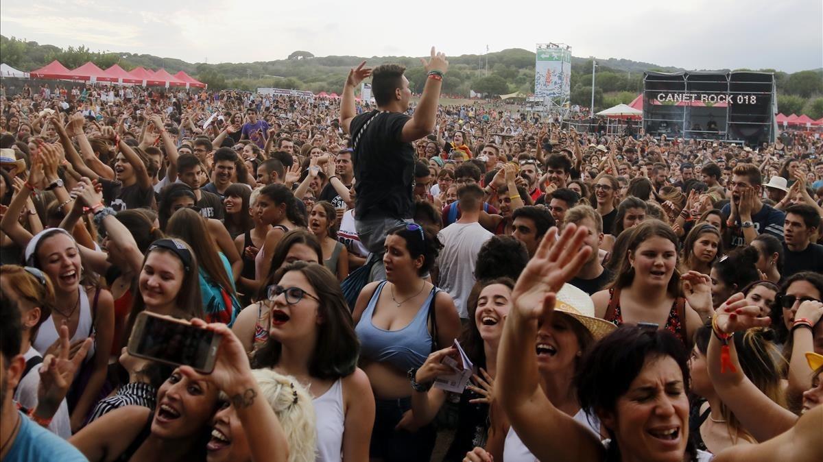 El público llenó ayer el mítico Pla d'en Sala en la quinta edición del Canet Rock del siglo XXI.