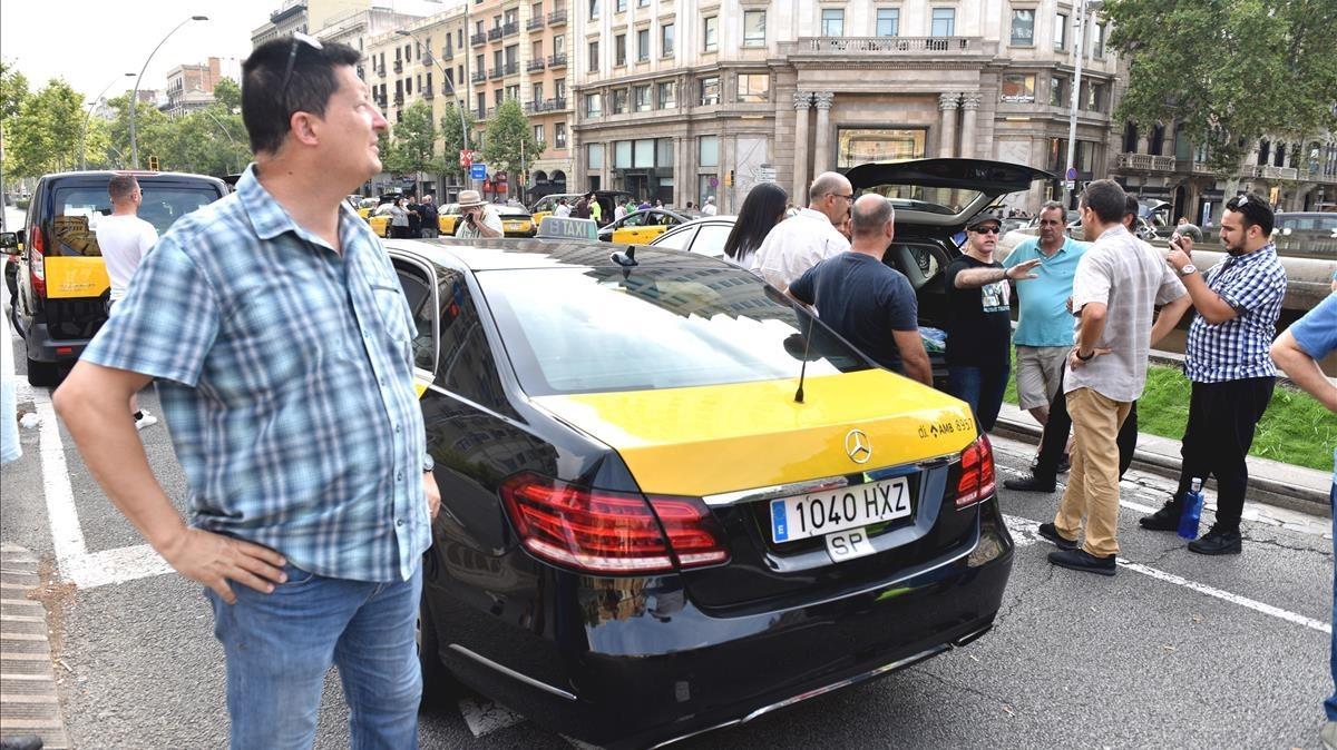 Taxistas en huelga, este sábado en la Gran Via.