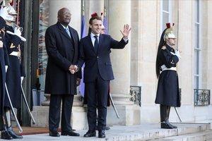 Els 'armilles grogues' alteren l'agenda política de Macron