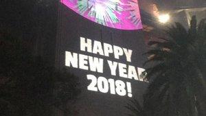 Mensaje proyectado en el puente de la bahía de Sídney con el año nuevo equivocado.