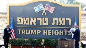 El primer ministro israelí Binyamin Netanyahu y el embajador de Estados Unidos David Friedman inauguran la 'Colina Trump' en los Altos del Golán.