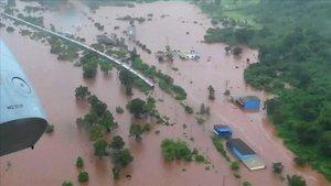 L'Exèrcit indi rescata 800 passatgers d'un tren bloquejat pel monsó