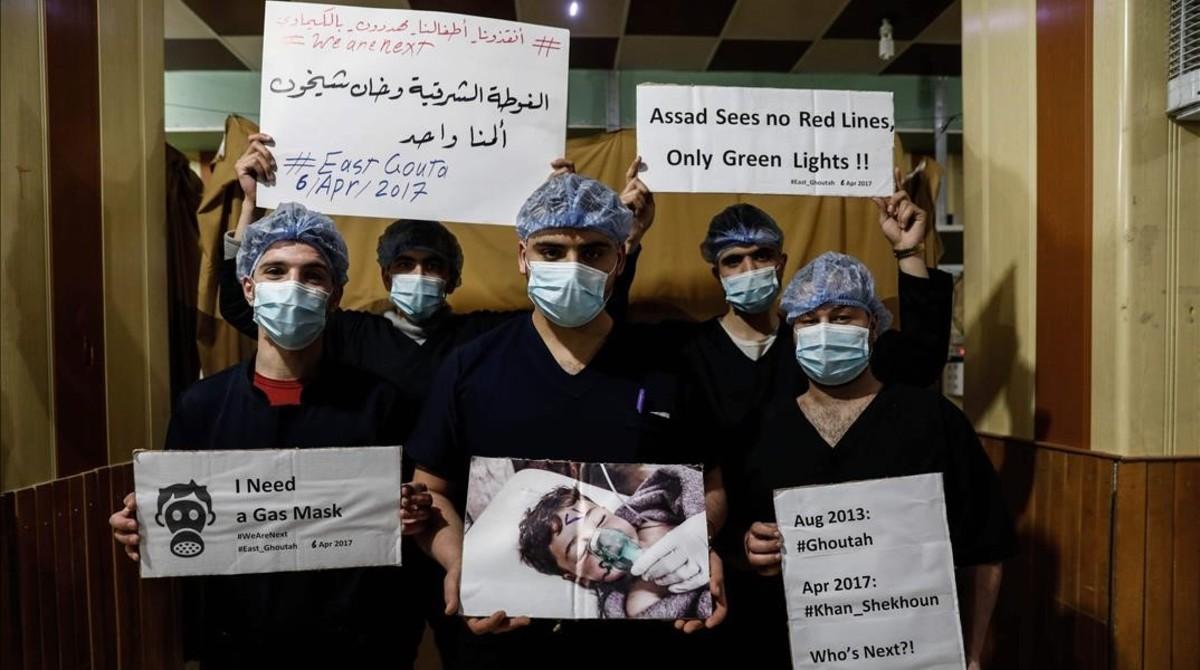 El personal especializado en el hospital especializado de Damasco muestra su solidaridad con las víctimas.