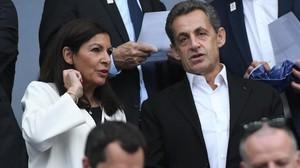 Anne Hidalgo, con Nicolas Sarkozy, el pasado sábado 27 de mayo.