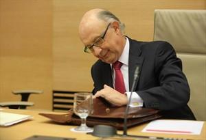 Cristóbal Montoro, ministro de Hacienda, ayer en el Congreso.