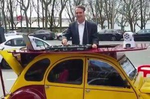 Abel Caballero torna a demostrar per què és l'alcalde més viral d'Espanya: fa de 'dj' pujat a un cotxe