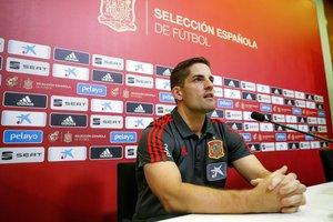 El seleccionador español Robert Moreno en rueda de prensa.