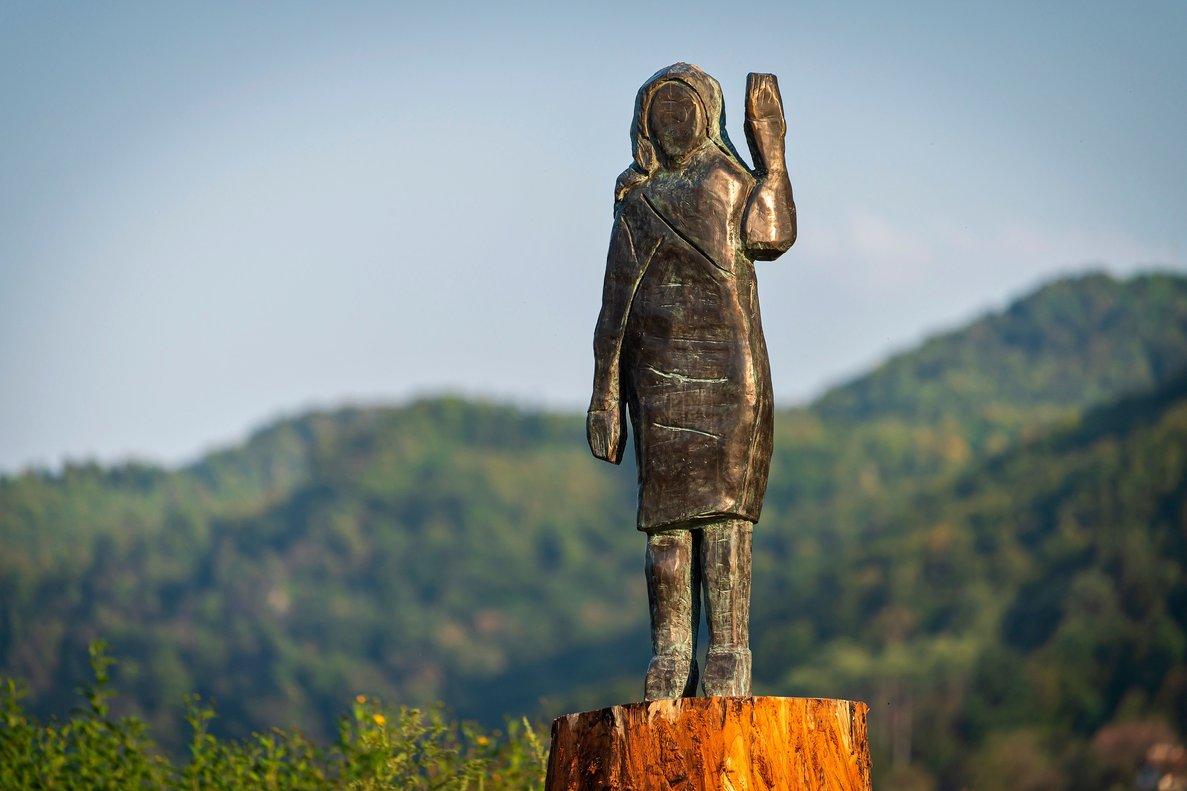 Una estàtua de Melania Trump reneix de les seves cendres a Eslovènia