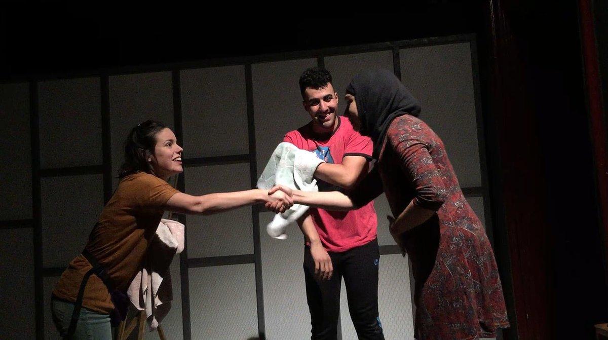 Georgina Latre, Moha Amazian y Manar Taljo, en una escena de 'Alhayat o la suma dels dies'.
