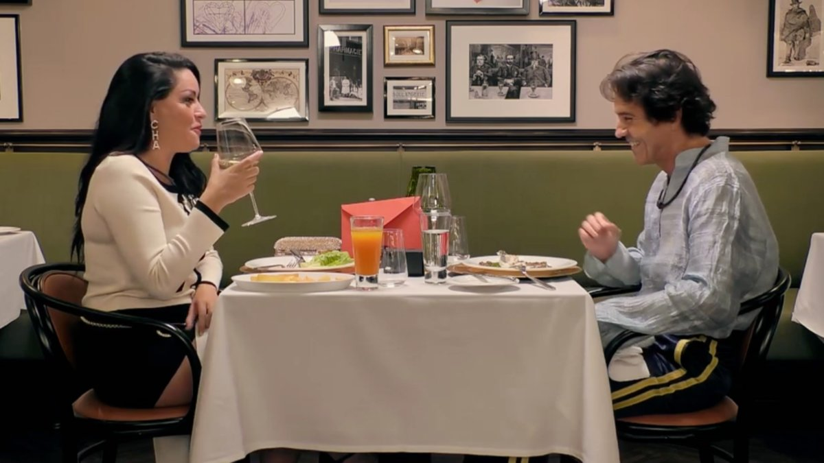 Ana Dubái y Romano en 'First Dates'.