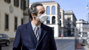 Attilio Fontana, el gobernador de Lombardía, con la mascarilla puesta este domingo en Milán.