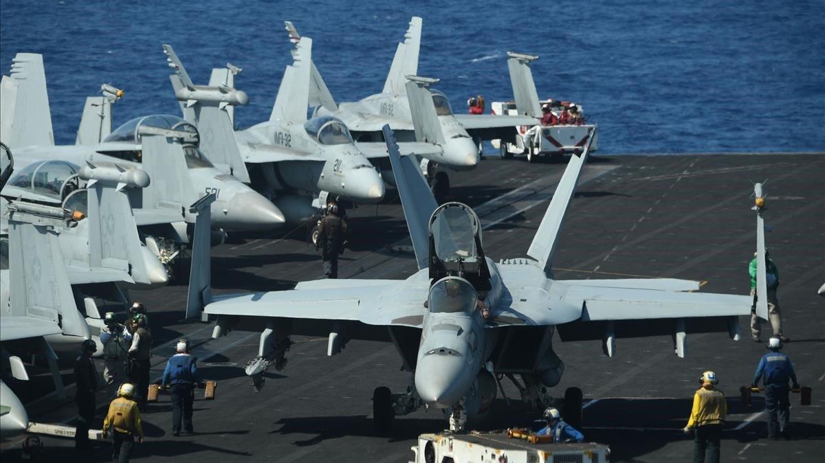 Aviones de combate FA-18 Hornet del portavionesTheodore Roosevelt en el mar del Sur de China el pasado mes de abril.