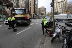 Accidente con una víctima mortal en la calle de Pau Claris, en el 2016.