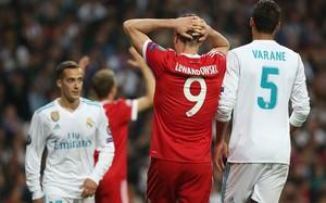 Lewandownsky lamenta una acción fallida ante el Madrid (2-2).