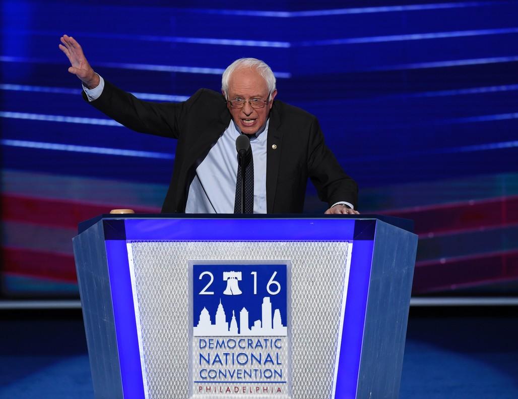 Bernie Sanders, durante su intervención en la convención demócrata, este lunes en Filadelfia.