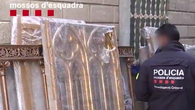 Un estafador s'apropiava de pisos i altres béns d'ancianes de Barcelona per cuidar-les