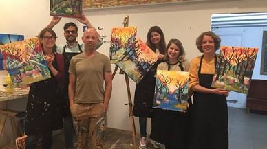 Aprender a pintar cuadros junto a una copa de vino y nuevos amigos