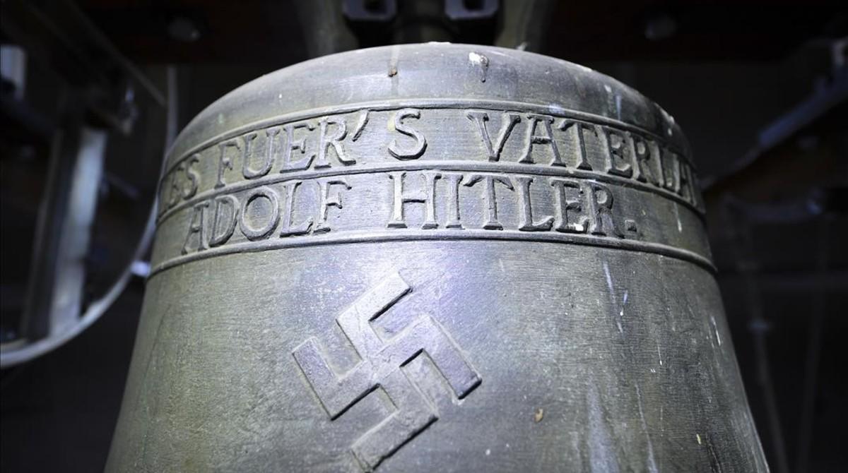 La campana con la inscripción Todo por la patria.