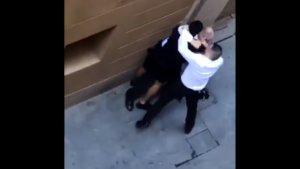 Tres menors apunyalen un vigilant de seguretat al centre de Barcelona