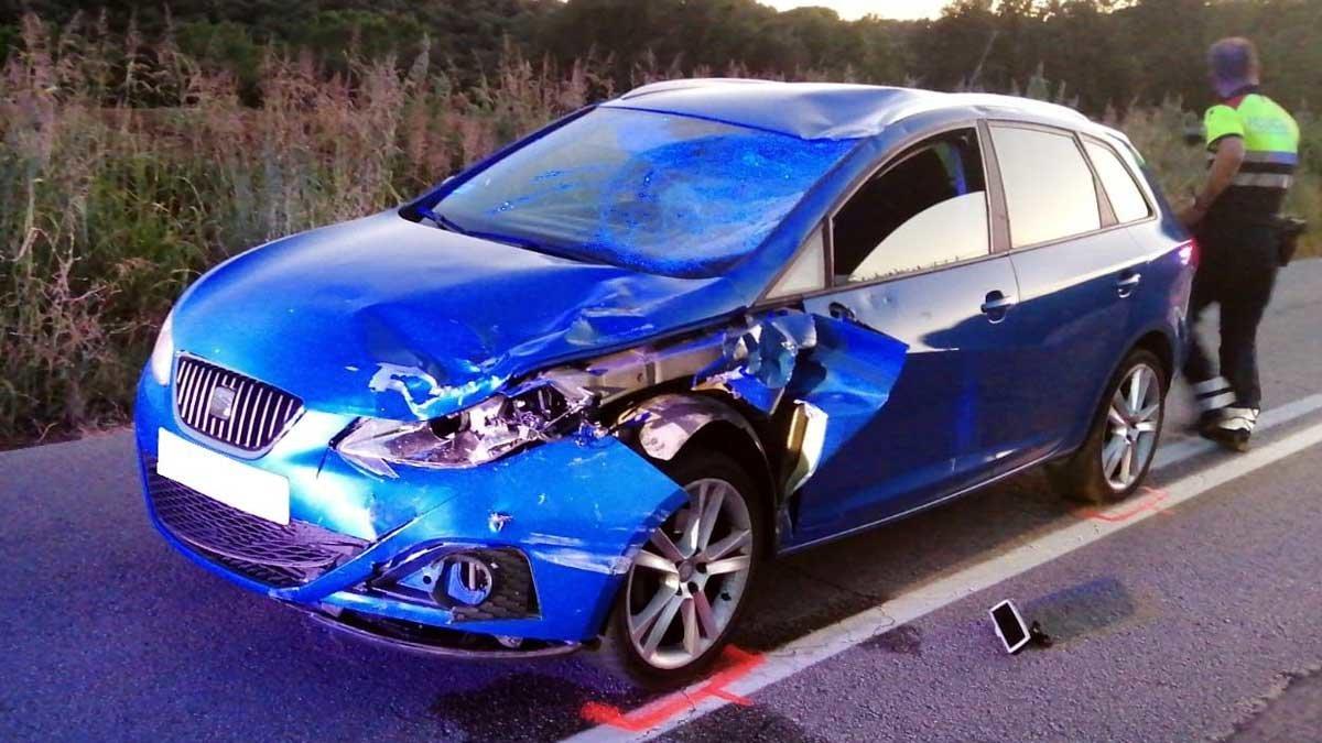 El coche causante del atropello múltiple de ciclistas en Sant Pere de Vilamajor.