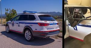 Los nuevos coches de la Ertzaintza están llegando sin mampara de seguridad. A la derecha, la ventanilla arrancada por un detenido en un coche patrulla hace dos semanas en Vitoria.