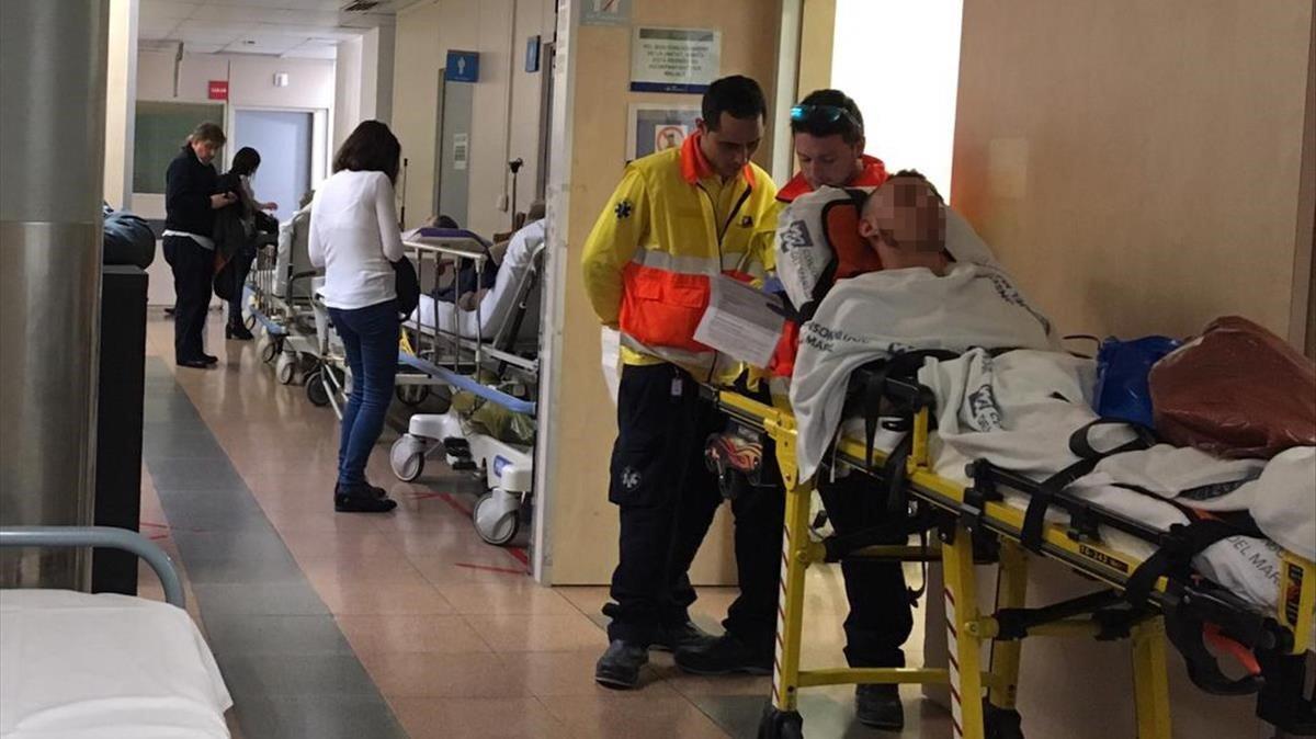 Colas en Urgencias en el Hospital de Vall d'Hebron, el pasado enero.