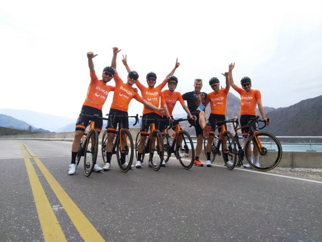 Euskaltel i el color taronja tornen al ciclisme