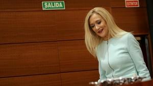 Cristina Cifuentes, presidenta de la Comunidad de Madrid, en el pleno celebrado hoy en la Asamblea.