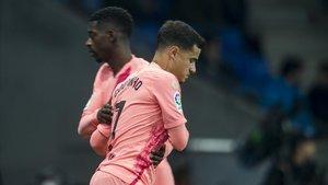 Dembélé deja su lugar en el derbi a Coutinho en la segunda parte.