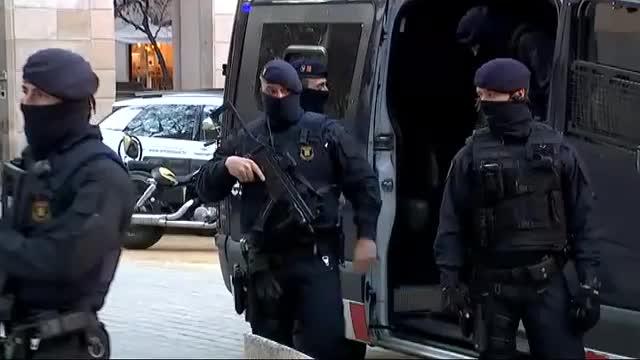 A las 6:00 de la madrugada los Mossos arrancaban un dispositivo con un centenar de agentes implicados simultáneamente en hasta seis puntos de Barcelona que se saldaba con 17 detenidos.
