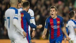 Digne celebra su primer gol de los dos que marcó con el Barça.