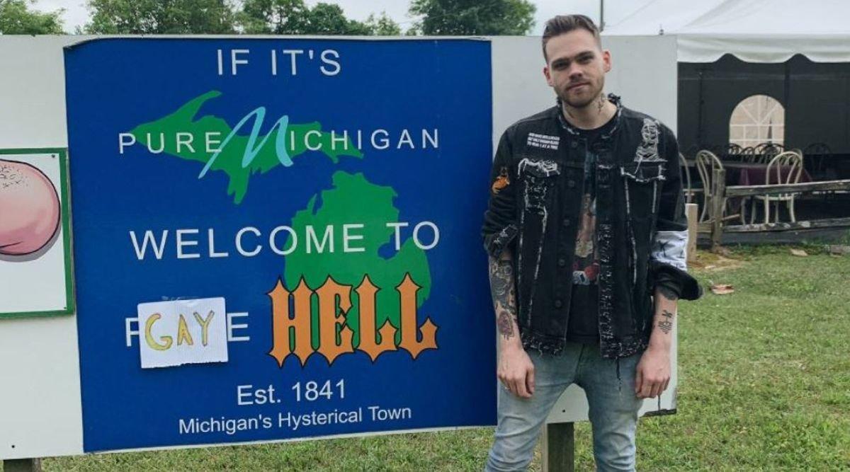 Elijad Daniel, en su ciudad Gay Hell.