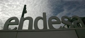 Una imagen de archivo de la fachada de la sede social de la empresa eléctrica Endesa, en Madrid