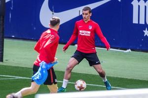 Antoine Griezmann, durante el entrenamiento de este lunes del conjunto rojiblanco en el estadio Wanda Metropolitano.